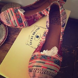 Lucky brand tapestry print 6M  Flats